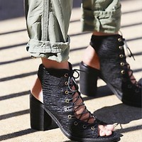 Jeffrey Campbell  + Free People Womens Lux Minimal Lace Up Heel - Black
