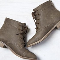 AEO Women's Lace Up Boot (Taupe)