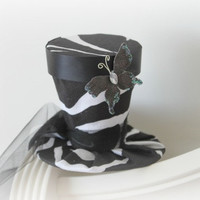 Mini Top Hat Fascinator in Black and White Zebra Stripe - Mad Hatter Hat - Black Mini Hat for Tea Party - Photo Prop