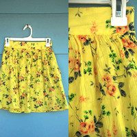 1990s. high waist yellow floral mini skirt with pockets. s-m