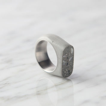 Concrete Ring - Upright