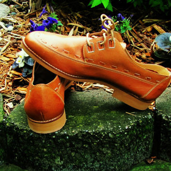 mens cognac tie up leather oxford. made in Brazil. dead stock.mens size 8.5D. womens size 10. unisex leather oxford. preppy shoe. Gallarate.