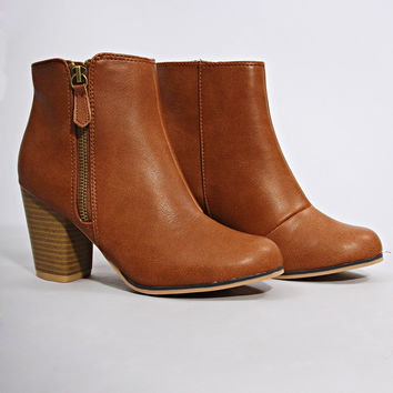 stepping up bootie - cognac