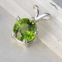 Round Peridot Pendant In Sterling Silver Setting August Birthstone Gemstone Jewelry