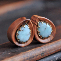 1'' Olive wood teardrops with Chrysoprase Crown Setting