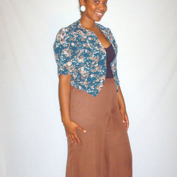 Vintage 1950s Style Blue Top with Tan & Ivory Floral Design