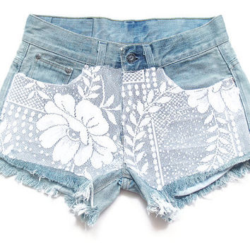 Low rise shorts with lace, lace shorts S