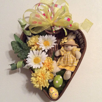 Easter wreath, Easter bunny wreath, Wicker heart Easter display, Yellow and white spring flower decor,  Easter decor, Spring wall decoration