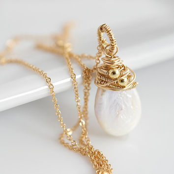 Pearl Pendant Necklace, Pearl Necklace, Wire Wrapped Necklace, Statement Necklace, Birthstone Necklace, Bridal Jewelry