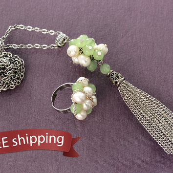 FREE shipping. Women tassel chain pendant, ring from freshwater pearls, green onyx, cute gift