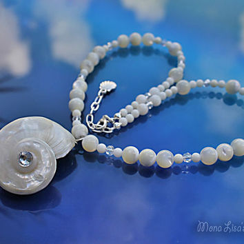 White Seashell Necklace, Spiral Seashell Pendant, White Mother of Pearl Necklace, Seashell Jewelry, Beach Wedding Necklace, Bride Necklace