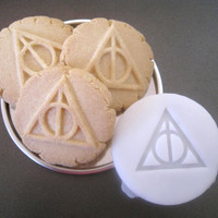 Deathly HALLOWS inspired COOKIE STAMP recipe and instructions - make your own Harry Potter inspired cookies