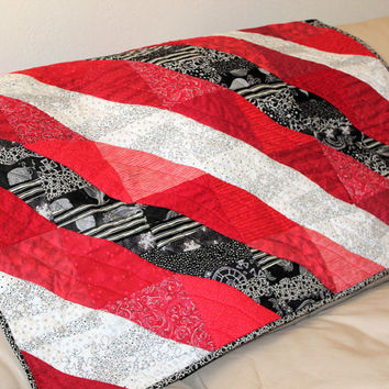 SALE! Lap Quilt in Red, Black and White, Sofa Throw, Baby Quilt, Wheelchair quilt, Toddler Quilt, Baby Shower Gift, Minky Minkee Back