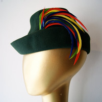 Vintage Hat // Vintage 1940s Green Felt Hat with Multicolor Feathers