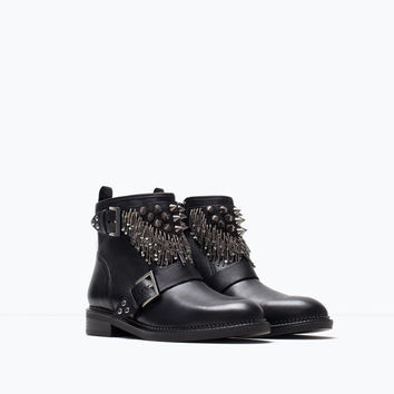 Leather ankle boot with metal details