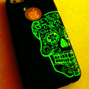 OTTERBOX GLOW in the DARK iPhone 5c case,iphone 5c otterbox case,otterbox iPhone 5c, otterbox, sugar skull otterbox case