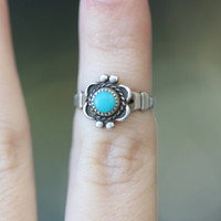Vintage 70s Southwestern // Dainty Turquoise Ring // Sterling Silver // Midi Knuckle Ring // Size 4