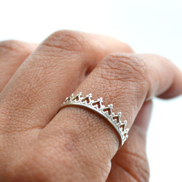 There is no queen without a crown silver ring