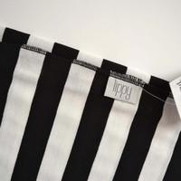 Neutral swaddle blanket. Soft and stretchy. Size 31 by 40 inches. Colors- Black and white with black edging. Made by lippy brand.