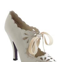 Dainty Dramatist Heel in Cream