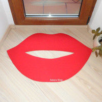 Lips floor mat, rug, door mat. Choose thin or gross and the color you like