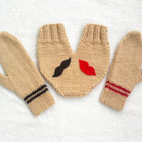 Knitted lovers gloves set, for him and her, in light brown with lip and mustache appliques, valentines day gift, gift for couples