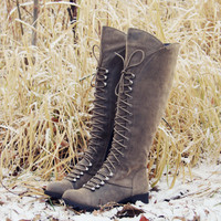 Snow Grass Lace-Up Boots