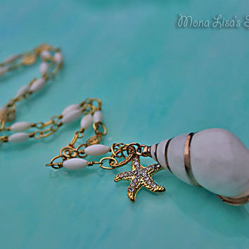 Seashell and Starfish Necklace, Seashell and Gold Jewelry, White and Gold, Beach Style Necklace, Beach Wedding Jewelry, Gold Starfish