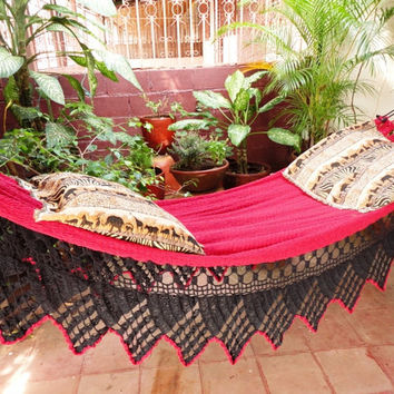 Red and Black Triangle Fringe Hammock. Double Hammock hand-woven Natural Cotton