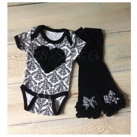 Shabby chic damask baby girl outfit, baby girl outfit for pictures, baby girl clothes,damask Onesuit and matching damask bow leg warmers