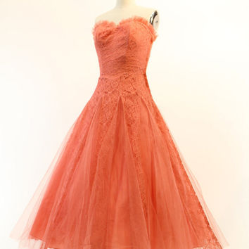 Elegant Tea length Lace And Tulle Vintage Ball Gown