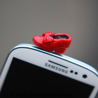 Dorothy shoe Cell phone accessory. Ruby red slipper plug for earphone jack. Fits iPhone 5 4 4s ,iPad ,Samsung galaxy s2 s3, 3.5mm output.
